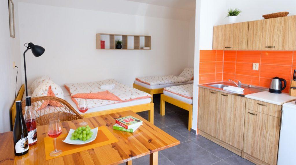 ubytování pokoj s postelemi